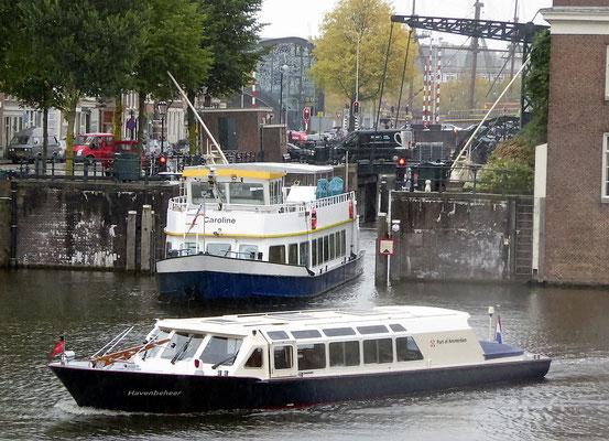 Ausfahrt aus dem Amsterdamer Hafen