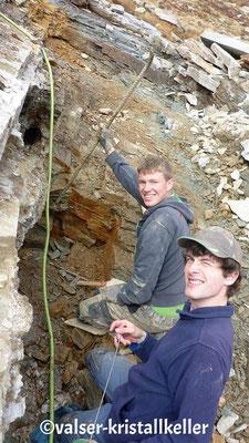 Hannes und Andri an der Hämatitquarz Kluft - Vals Graubünden