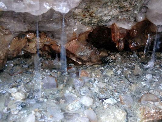 Kluft mit Bergkristall - Grimsel Schweiz