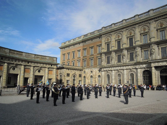changing of the guards at the Royal palace