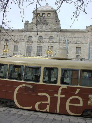old tram in fornt of Dramaten