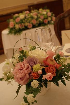 ゲストテーブルに置く装花の見本1