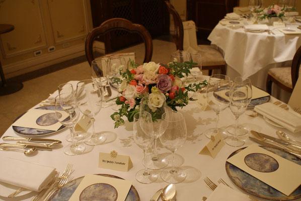 ゲストテーブルに置く装花の実績1