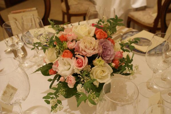 ゲストテーブルに置く装花の実績2
