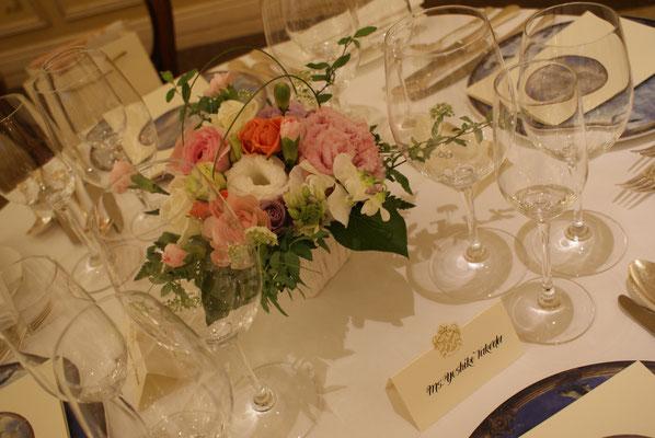 ゲストテーブルに置く装花の実績3
