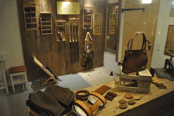 Laden mit Blick zur Eingangstür