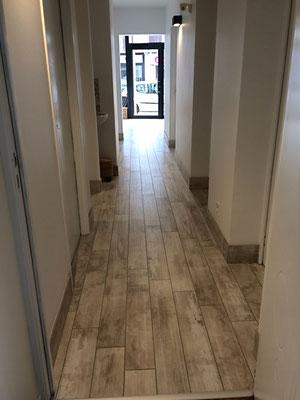 Couloir desservant les salles de massages