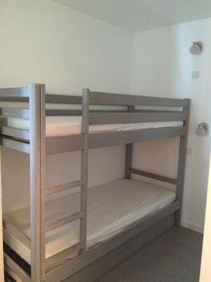 Un lit superposé+un lit gigogne= 3 possibilités de couchage...