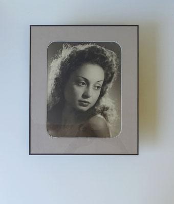 Portrait photo ancienne - Passe-partout et sous-carte aux coins arrondis avec fermeture papier.