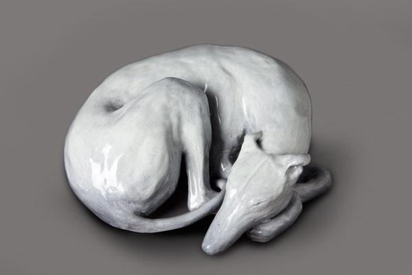"""""""Acurrucadito"""" (Serie Los Bellos Durmientes),  19 x 8 x 17 cm, 2017 (Vendido)"""