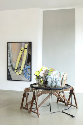 Ausstellungsansicht SILJA YVETTE mit Künstlerin Christine Straszewski in der Galerie, 2020