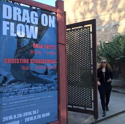 DRAG ON FLOW Christine Straszewski und Silja Yvette in Peking, 798 Art District, 2016