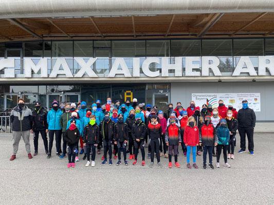 Gesamte Gruppe von ESV Möhnesee-Soest und EC Grefrath sowie Trainer und Trainerinnen
