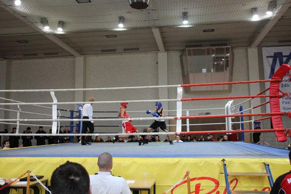 Murad gewann durch TKO in der ersten Runde!