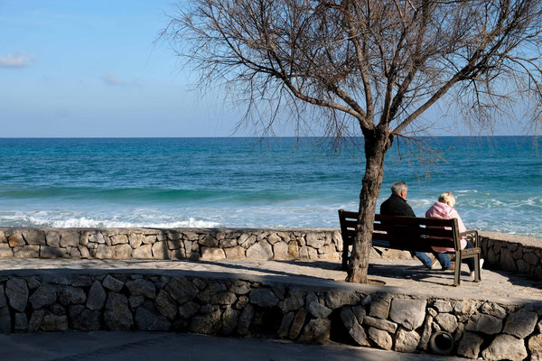 Ein gemütliches Plätzchen an der Strandpromenade von Cala Millor.
