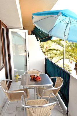 Und raus auf den sonnigen Balkon!