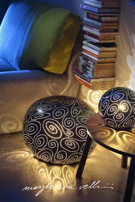 Lampade da tavolo / terra Sasso e sfera SPIRALI smalto blu finitura Madreperla Margherita Vellini Ceramica Italiana fatta a mano Home Lighting Design
