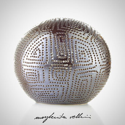 Sfera SPIRALI QUADRE smalto marrone finitura Madreperla. Margherita Vellini  - Lampade in ceramica  - Home Lighting Design