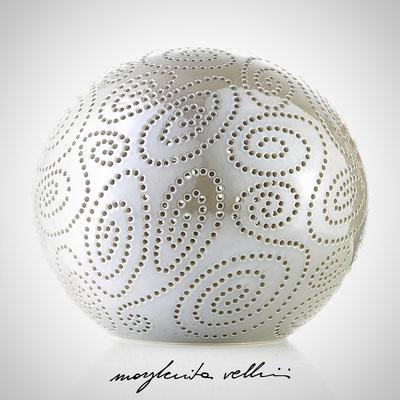 Sfera SPIRALI smalto grigio finitura Madreperla Margherita Vellini  - Lampade in ceramica  - Home Lighting Design