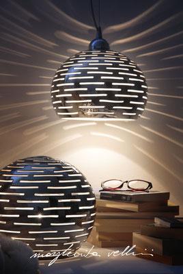 Sfera e sospensione ORIZZONTALI  metallo prezioso Platino 15% Margherita Vellini Ceramica Italiana fatta a mano Home Lighting Design