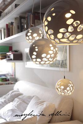 Sospensioni sfera BLOB Maiolica smalto bianco lucido - Margherita Vellini - Lampade in ceramica - Home Lighting Design