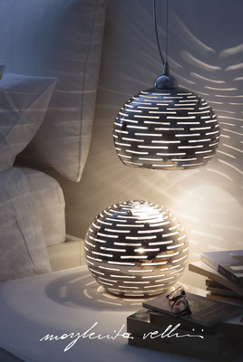 Lampada a sospensione e da tavolo  ORIZZONTALI finitura in metallo prezioso Platino 15% - Margherita Vellini - Lampade in ceramica - Home Lighting Design