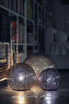Sfere SPIRALI QUADRE smalto marrone finitura Madreperla. Margherita Vellini  - Lampade in ceramica  - Home Lighting Design