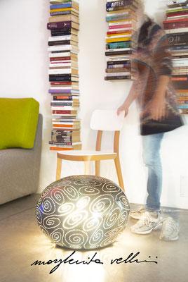 Sasso SPIRALI a sfumature di smalti colorati  Margherita Vellini  - Lampade in ceramica  - Home Lighting Design