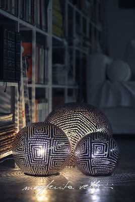 Sphere lamps SPIRALI QUADRE pearly brown glaze. Margherita Vellini Italian handmade ceramics. Home Lighting Design