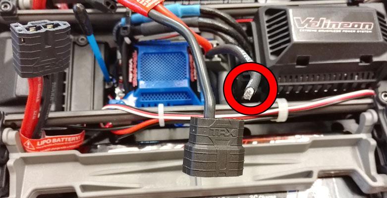 Kalte oder gebrochene Lötstellen beseitigen wir mit Leichtigkeit, so auch bei dem Akkustecker vom Traxxas X-Maxx.