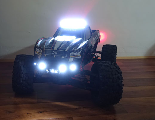 Eine hohe Leuchtkraft bei vergleichsweise geringen Abmessungen verspricht und hält diese Lichtleiste.