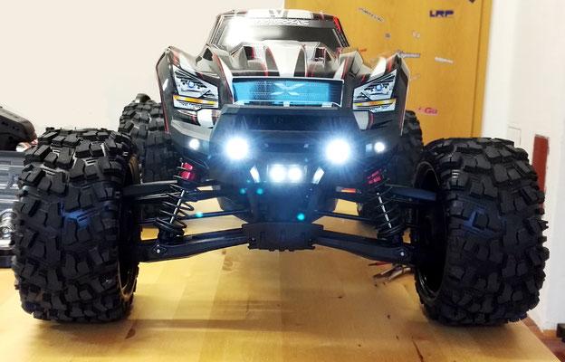Traxxas X-Maxx mit einer individuell nach Kundenwunsch angefertigten Custom Lichtanlage made by Alex' RC-Car Service!