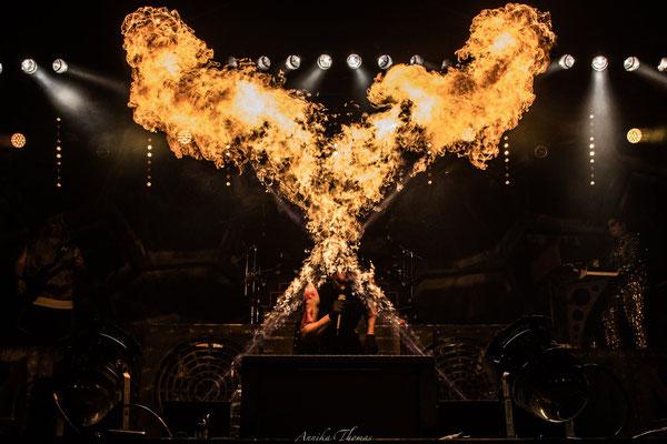 Musiksynchrone Flammensäulen, Bühnenshow Feuerengel