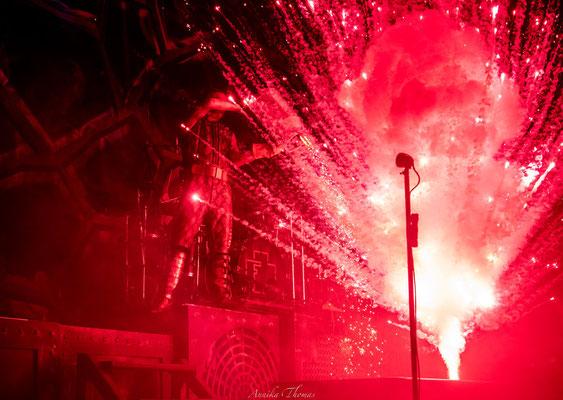 """Rote-Indoorfeuer mit dem besonderen """"WoW""""-Effekt, Bühnenshow Feuerengel"""