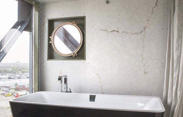 Alabaster Stone Marmor als edle, unempfindliche Oberfläche für das Bad.