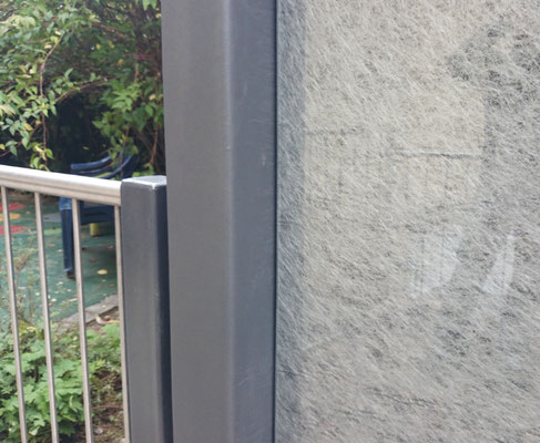Textilglas mit Silberstruktur als Verbundglas - Sicherheitsglas auch für Außenanwendungen.