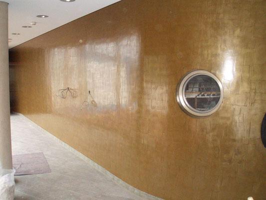 Bronze mit Struktur als Wandverkleidung-