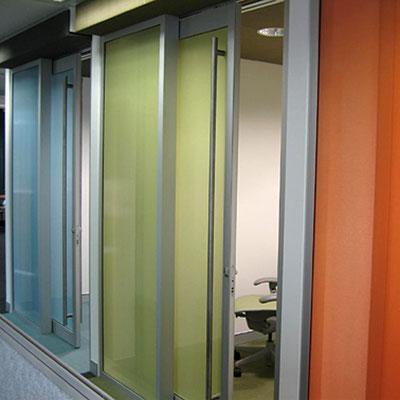 Die Materialwahl als PetG oder Acryl Platte, ob glanz, satiniert oder strukturiert. Als Schiebetür gerahmt -  formstabil und schön.