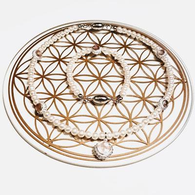 Perle mit Rosenquarz in Silber gefasst