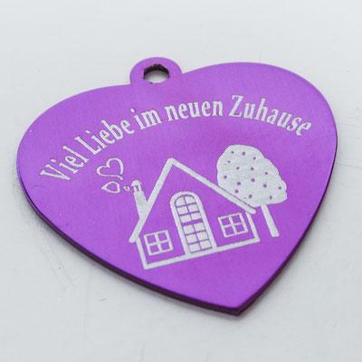 Schlüsselanhänger violettes Herz mit Lasergravur Neues Zuhause