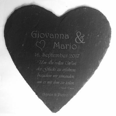 Hochzeit herzförmige Schieferplatte 30x30 mit persönlicher Gravur