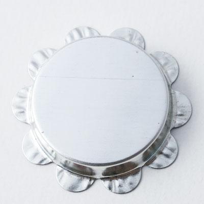 Bolo Tie: rund, Flaschenverschluss - Ø Laserfläche 2,6cm, Ø Blume 3,7cm