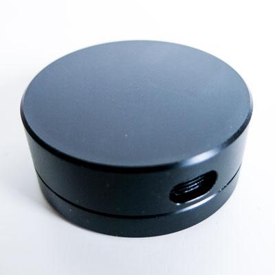 Qualitativ hochwertige Dose mit feinem Gewinde, drei verschieden grosse Dosierungslöcher, Ø 5cm - 2cm hoch - Farbe: schwarz