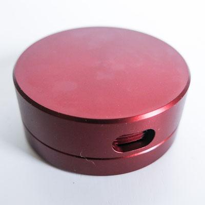 Qualitativ hochwertige Dose mit feinem Gewinde, drei verschieden grosse Dosierungslöcher, Ø 5cm - 2cm hoch - Farbe: braun