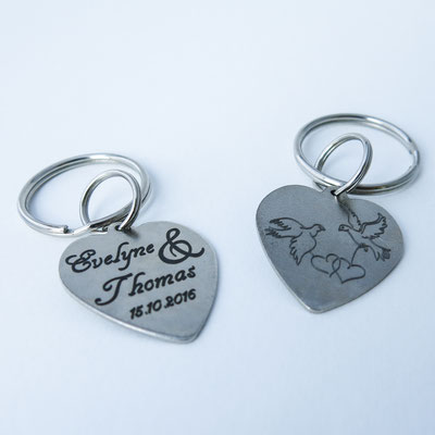 Schlüsselanhänger mit Lasergravur zur Hochzeit