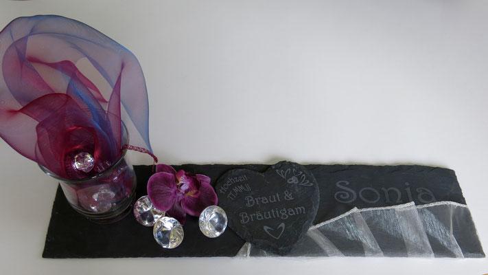 Tischdekoration: Schiefertafel mit Name, Schieferherz zur Hochzeit