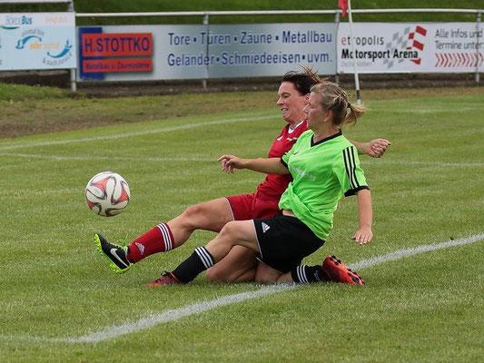Anke Hellrung von der SG Empor Klein Wanzleben (Grünes Trikot) wurde mit ihrer Mannschaft Kreispokalsieger der Frauen 2016.