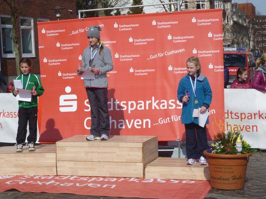 Ida Horeis auf dem 3. Platz bei der U11 weiblich, Laufstrecke 1000 Meter