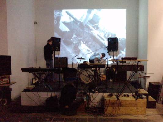 prepairing the stage at Essential Existence Gallery in Leipzig, 2009