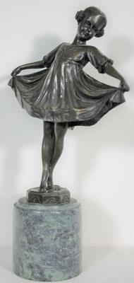"""Bronzen beeld """"Meisje met jurk""""   Van 195,= euro   Nu te koop voor: 150,= euro"""